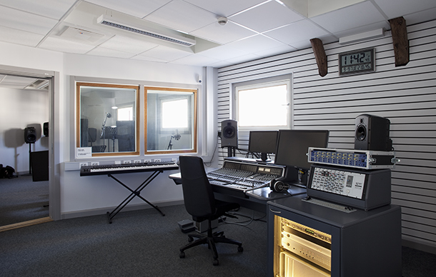 View into the sound studio B. Photo.