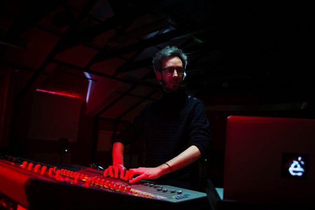 Alessandro Perini makes sound. Photo.